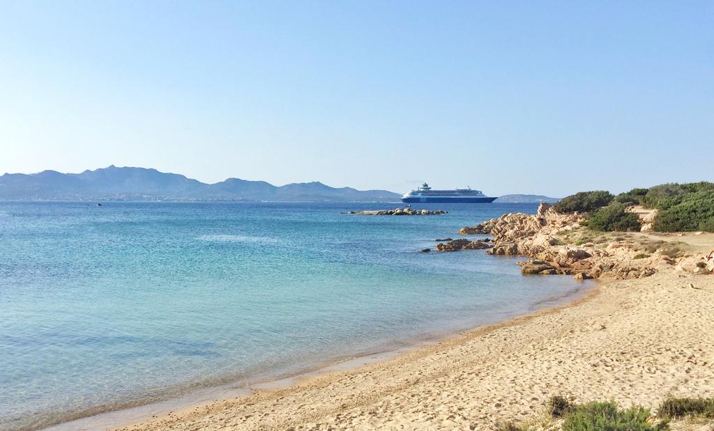 Spiaggia li cuncheddi tracce di sardegna for Villaggio li cuncheddi sardegna