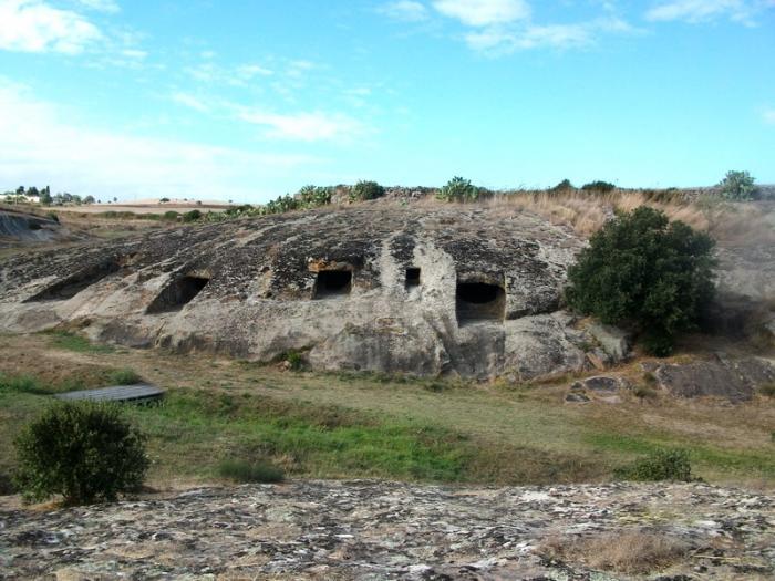 Necropoli di Genna Salixi   Tracce di Sardegna