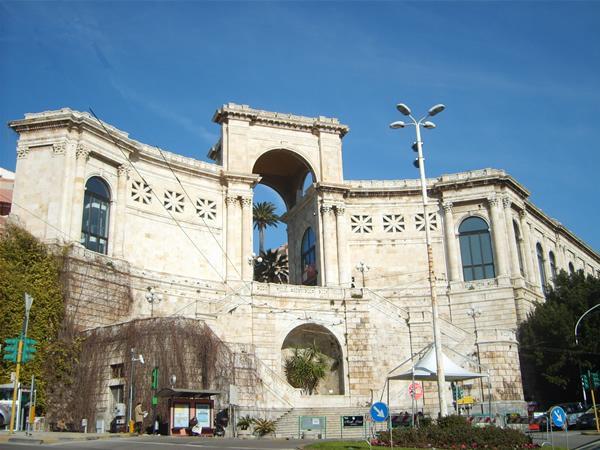 Cagliari: via il Bastione, al suo posto un mega centrocommerciale, hotel e appartamenti per extracomunitari