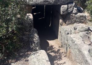 Tomba dei Giganti Sa Ena 'e Thomes