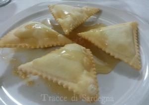 Dolci di Sardegna, i Ravioli fritti ripieni di ricotta